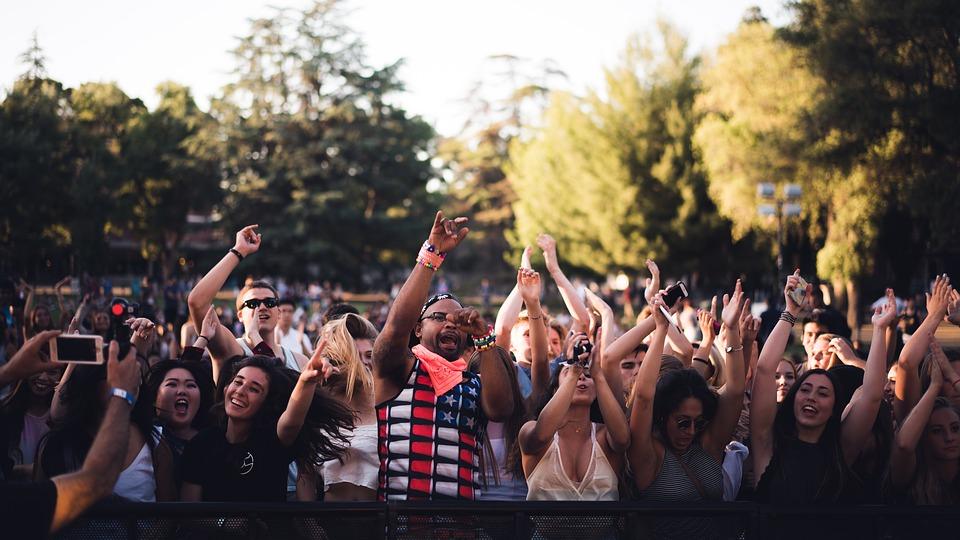 Comunicare d'estate: promuovere un evento sotto il sole