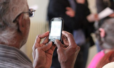 Social network per over 55: gli appassionati dello smartphone