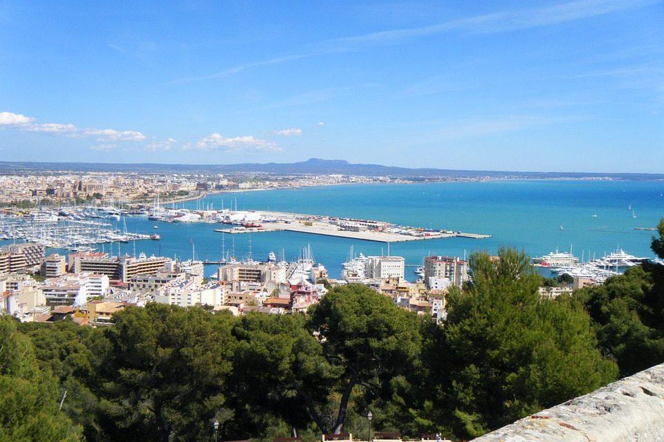 Palma di Maiorca si ribella contro il turismo spazzatura
