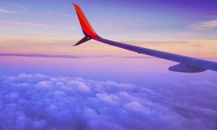 Viaggiare con Facebook: arrivano anche i biglietti aerei